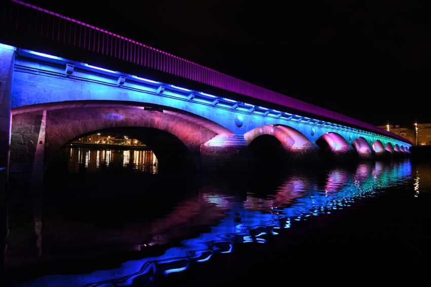 A iluminación ornamental da ponte do Burgo inicia horario de inverno . Pontevedra