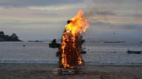 Bueu celebrou este domingo o Desfile do Enterro do Paxaro de Mal Agoiro