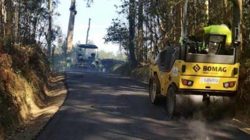Ultimando los trabajos de asfaltado de las pistas del rural. Sanxenxo