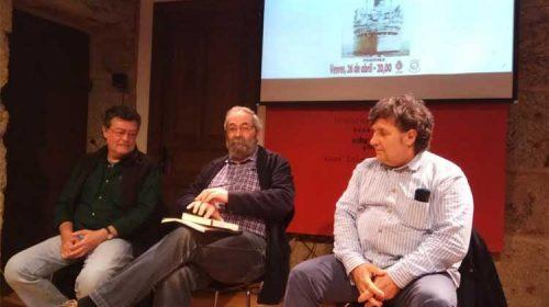 A Casa dos Poetas acolleu a presentación do libro 'Piratas da liberdade'. Celanova